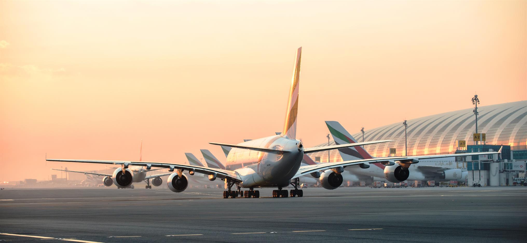 Dubai International Airport i solopgangen (Foto: Dubai Airports)