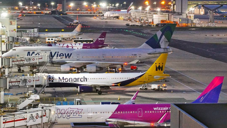 Fly fra WOW air og Monarch i London Gatwick Airport (Foto: 29aero.)