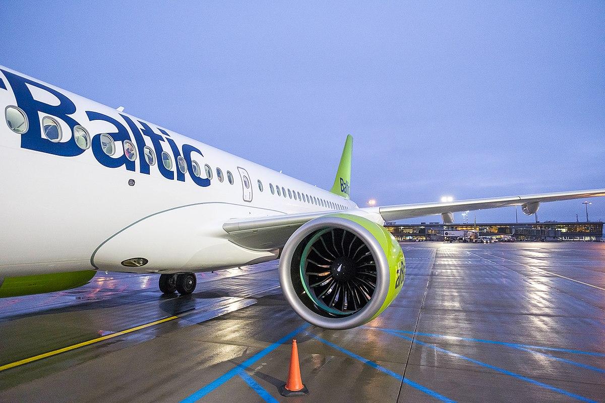 AirBaltic A220-300. (Foto: Kārlis Dambrāns | Creative Commons 2.0)