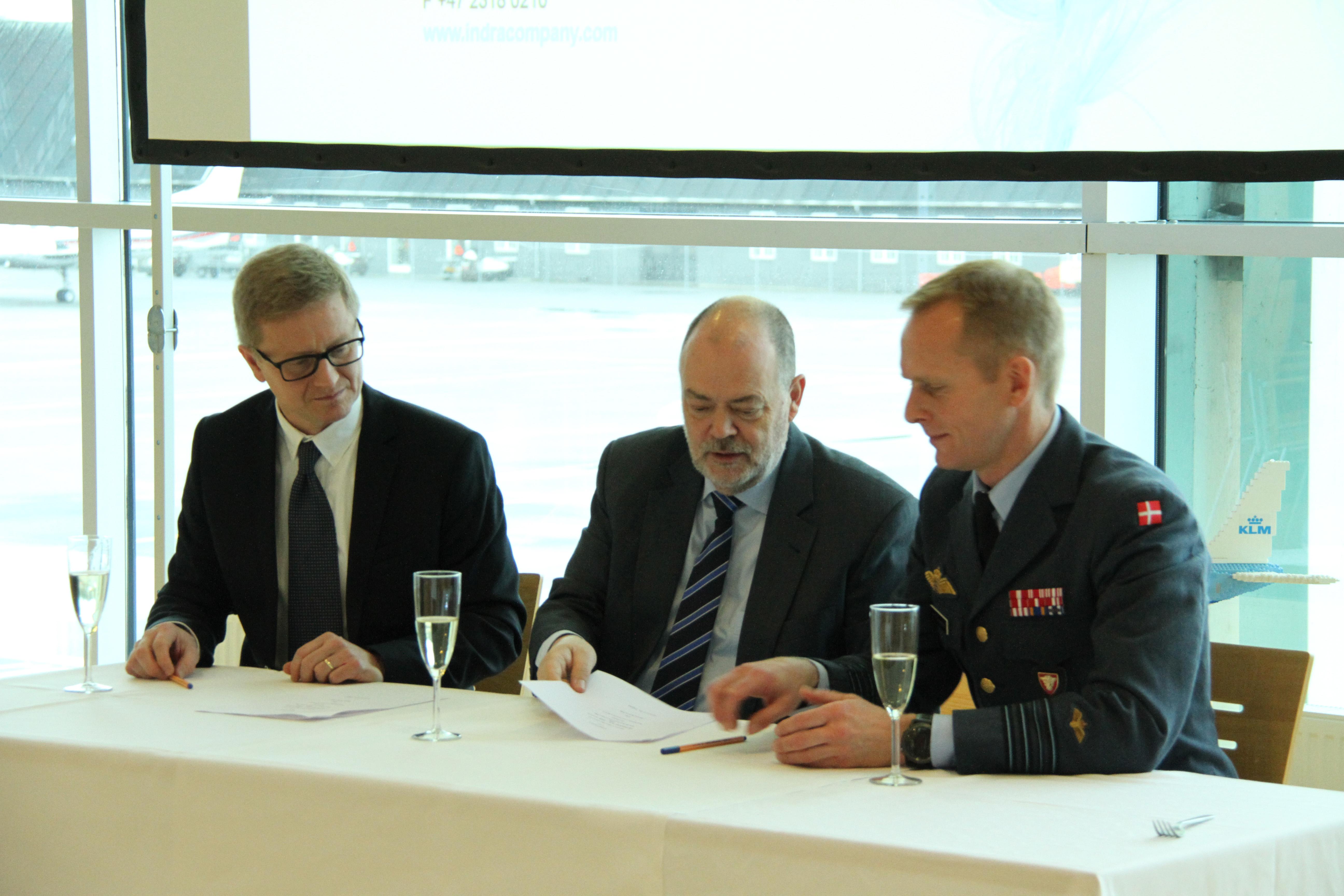 Fra venstre: Thorbjørn Moen, Søren Svendsen og Hans Kristian Skovmose. Foto: Aalborg Lufthavn