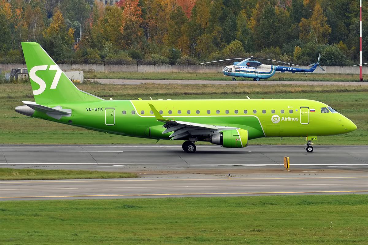 Et Embraer E170-fly fra S7 Airlines. Foto: Anna Zvereva / Wikimedia Commons.