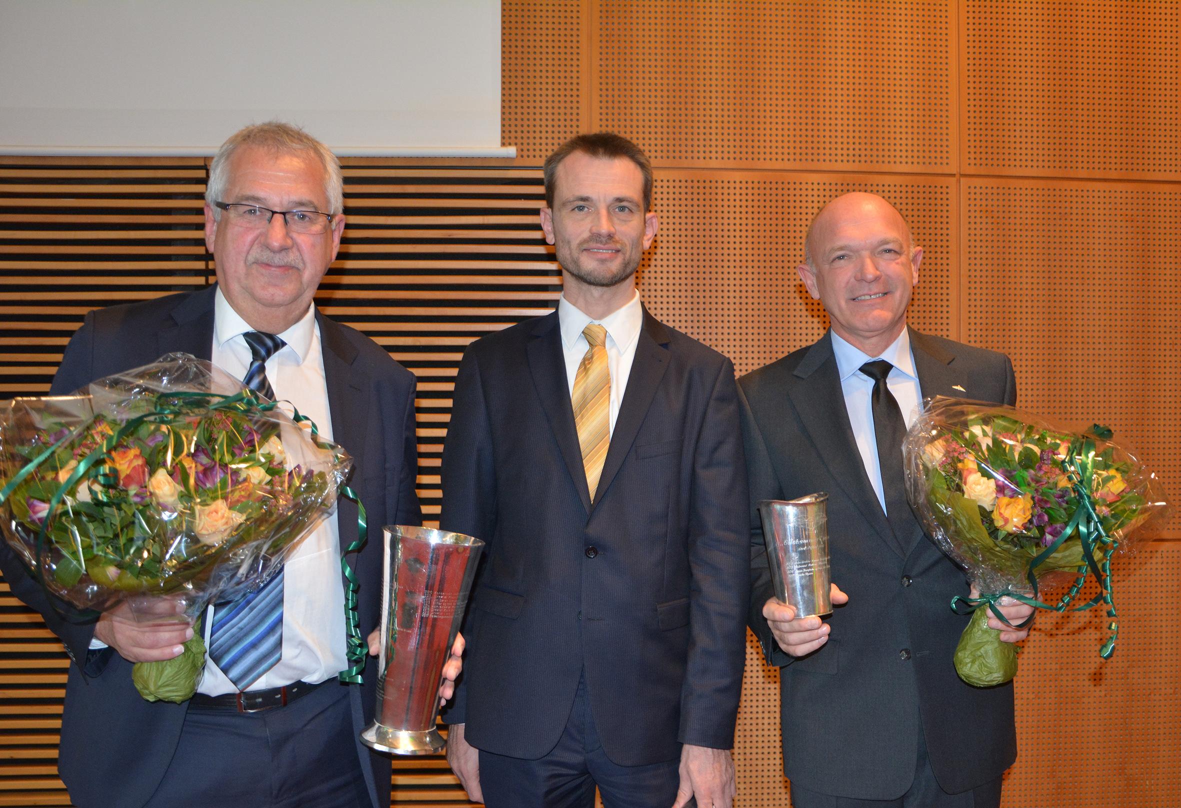 Fra venstre Hans Christian Schmidt (tidl. transportminister), Andreas Krog (formand for Danske Flyvejournalisters Klub) samt Franz Vinther (formand for Danske Flyvere). Foto: Preben Pathuel