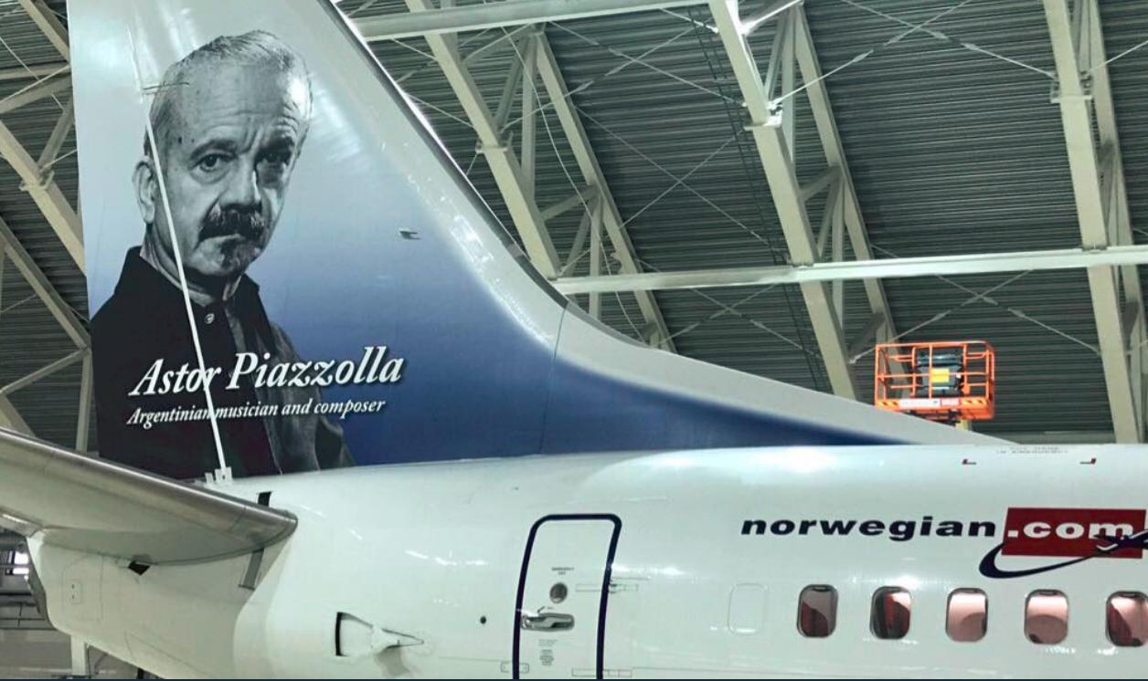LV-HQH fra Norwegian Air Argentina med Astor Piazzolla på halen. (Foto: Norwegian Argentina)