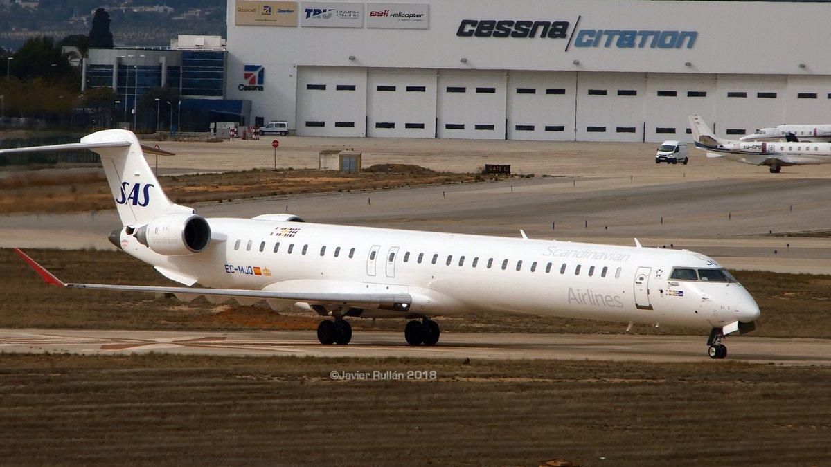 Air Nostrum CRJ1000 i SAS-farver (Foto: Javier Rullan Ruano)