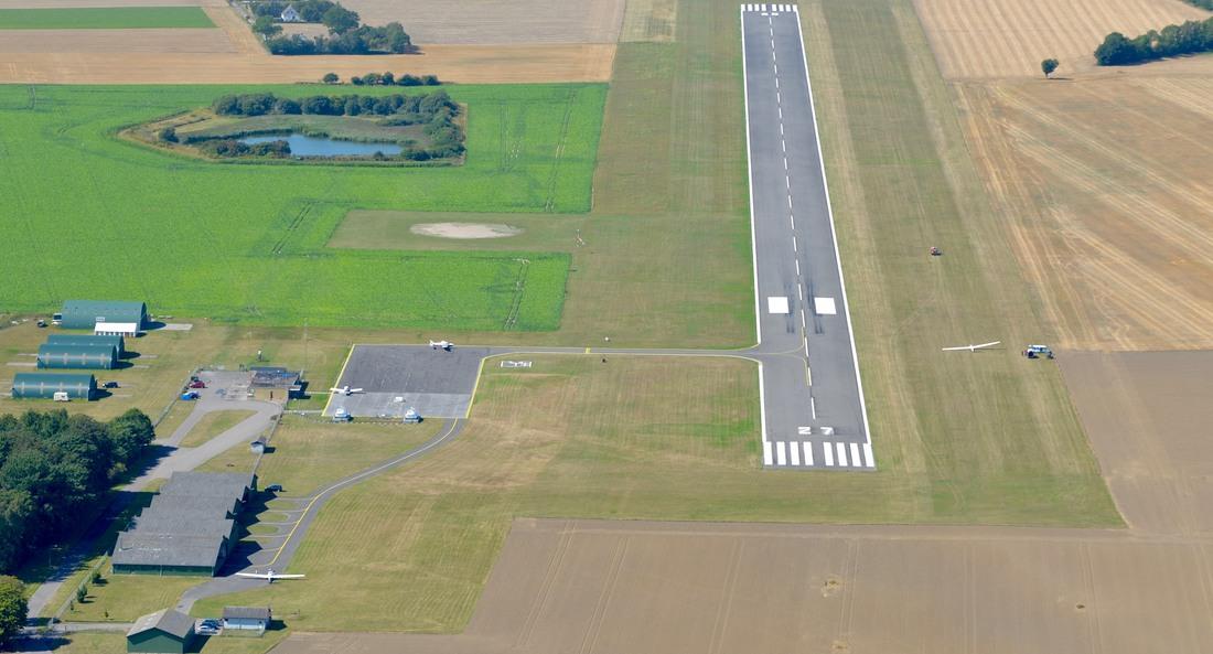Lolland-Falster Airport vil i 2021 skifte status fra flyveplads til lufthavn. Foto: Lolland-Falster Airport