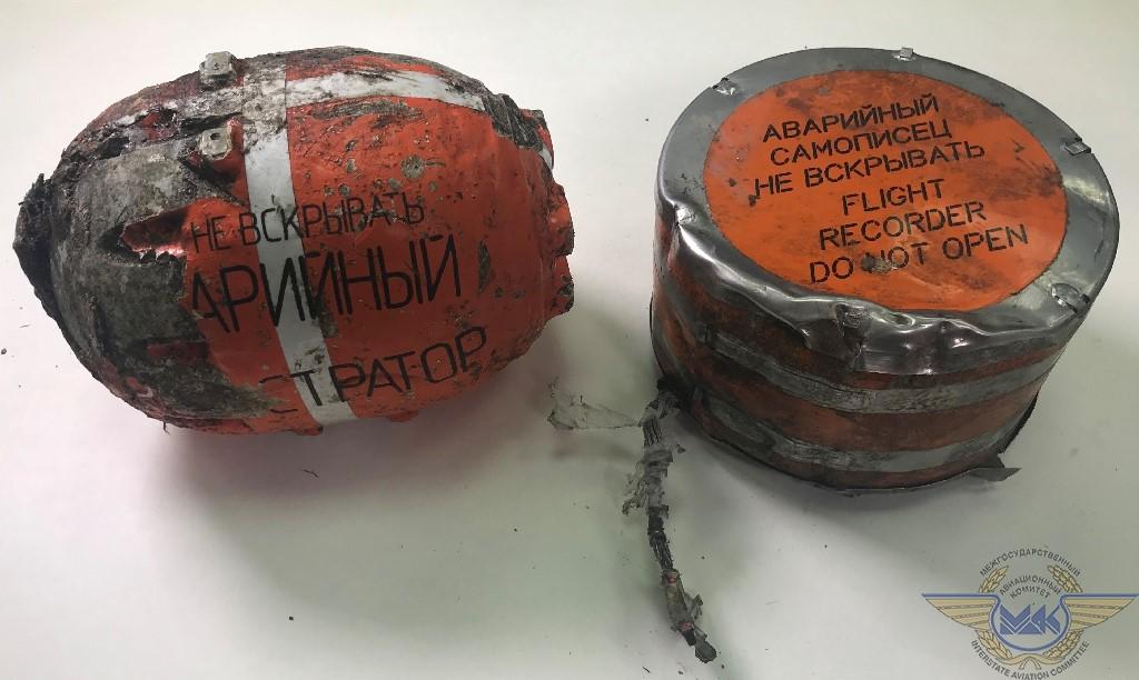 De 'sorte' bokse fra det styrtede russiske fly. Foto: Interstate Aviation Committee.