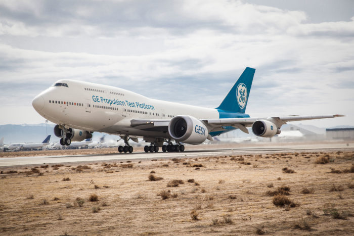 Et Boeing 747-testfly fra General Electric på en testflyvning påmonteret en Boeing 777X-motor. Foto: General Electric