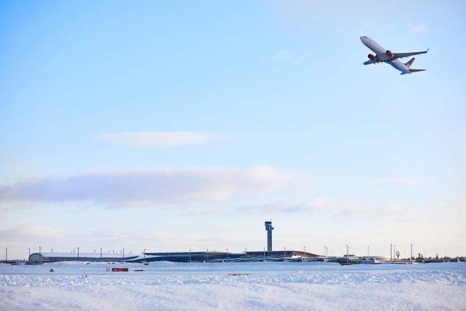 Norge er førende inden for udvikling af biojet-brændstof og elektriske fly. Foto: Avinor