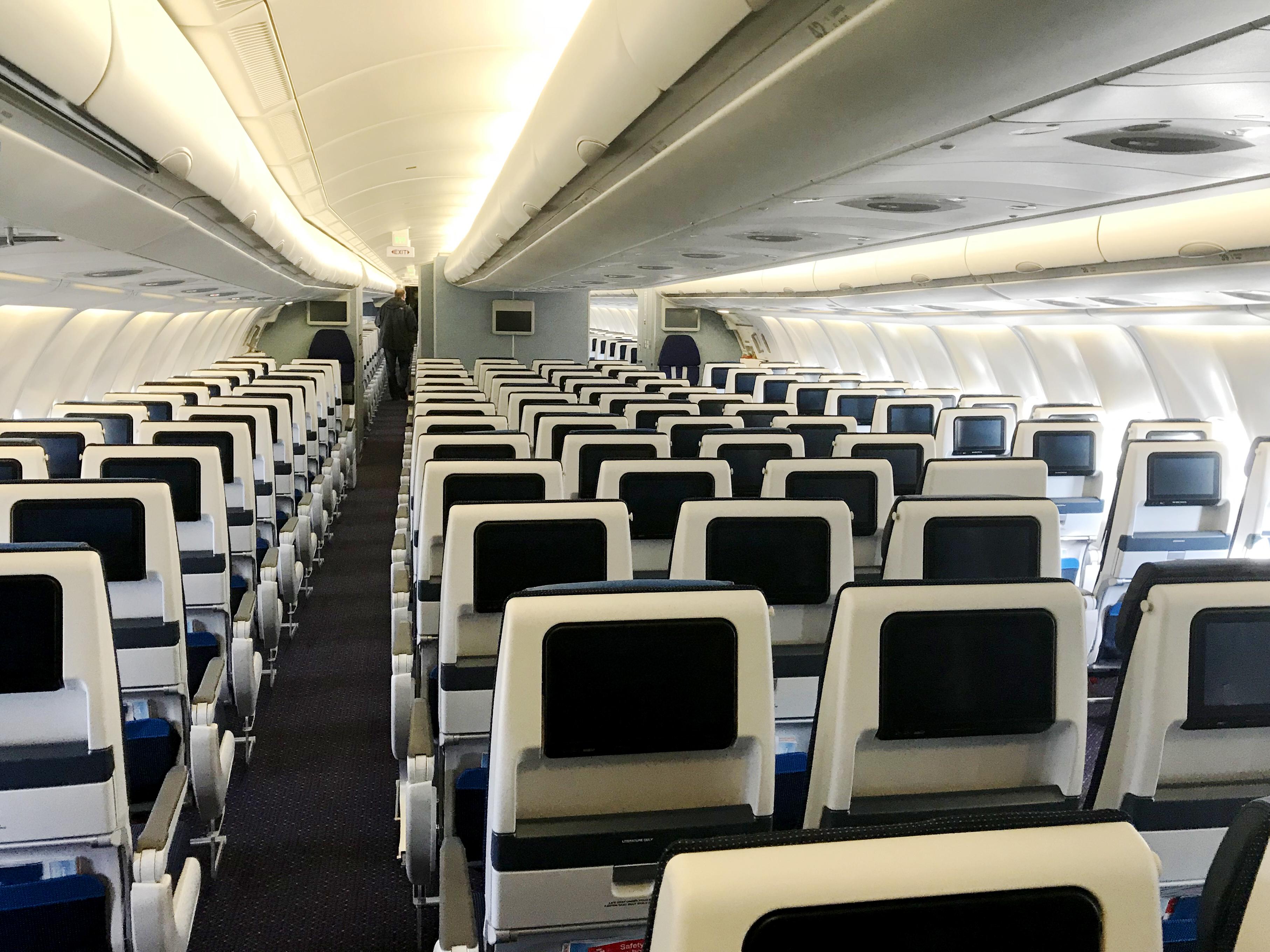Den nye Economy Class-kabine om bord på KLMs Airbus A330-200-fly. Foto: KLM