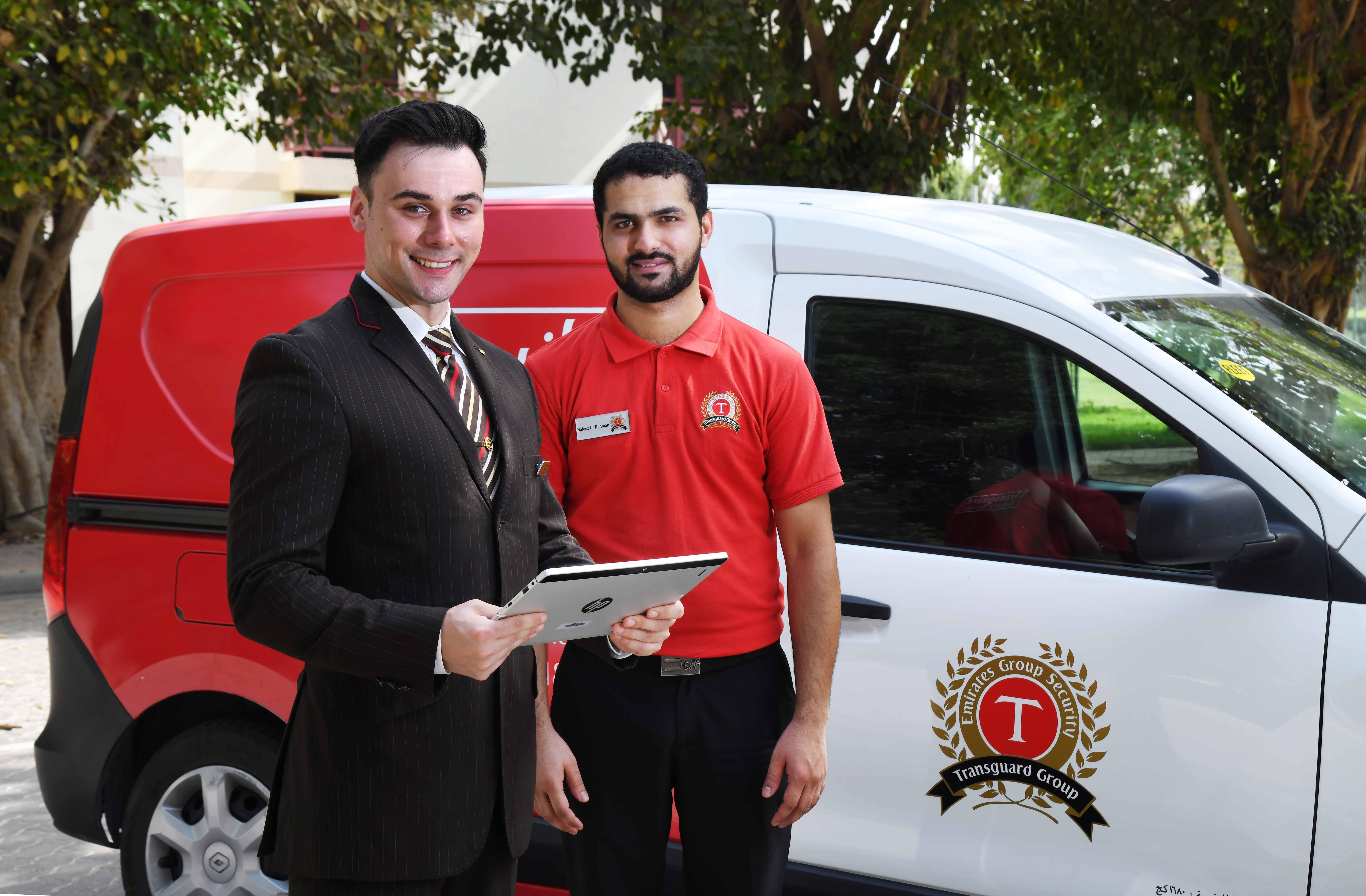 Emirates tilbyder nu Home Check-in, hvor en medarbejder kommer ud til passageren for at lave check-in og sikkerhedstjek. Foto: Emirates