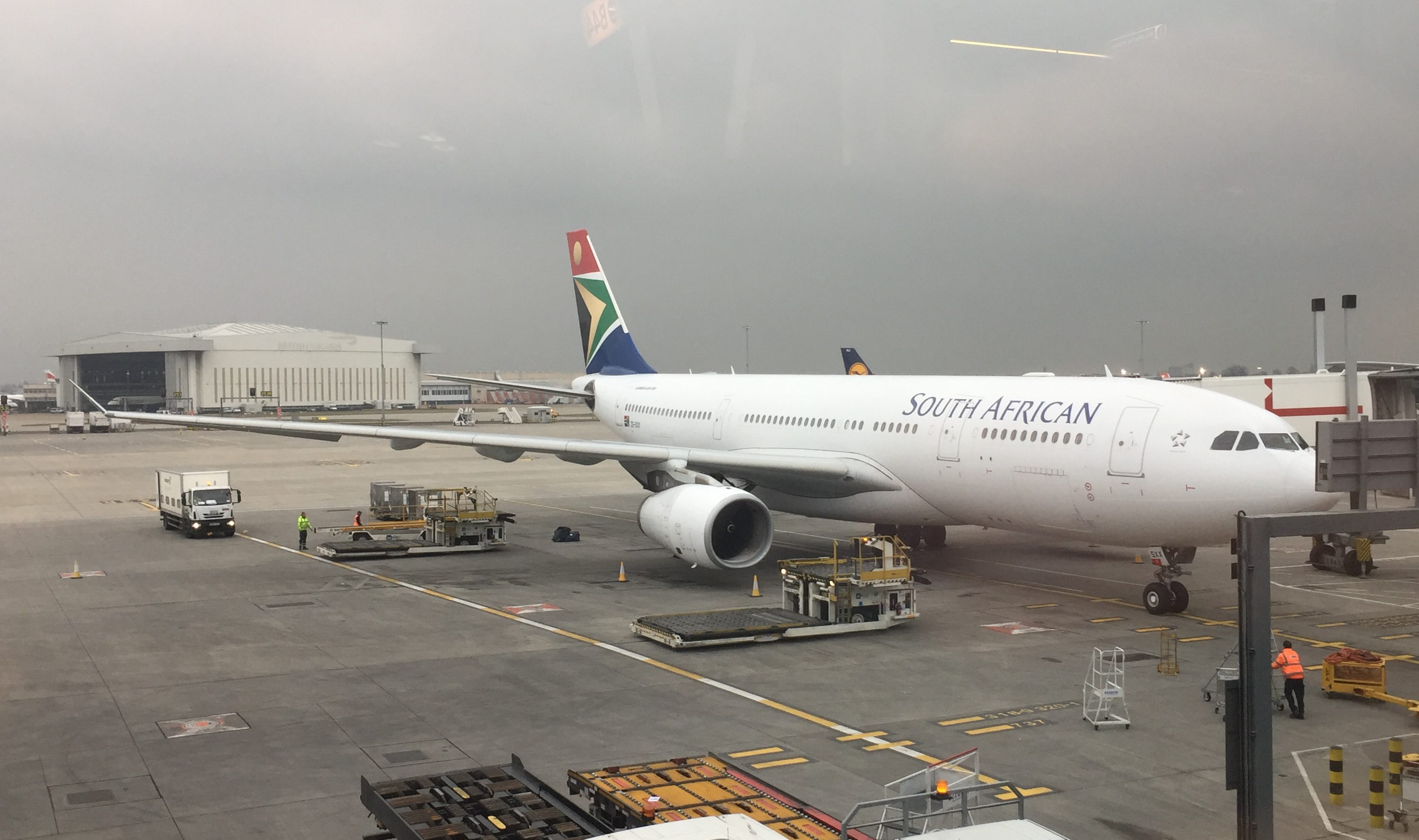 South African Airways' Airbus A330-200 i London Heathrow før afgang til Johannesburg. Foto: Danny Longhi Andreasen