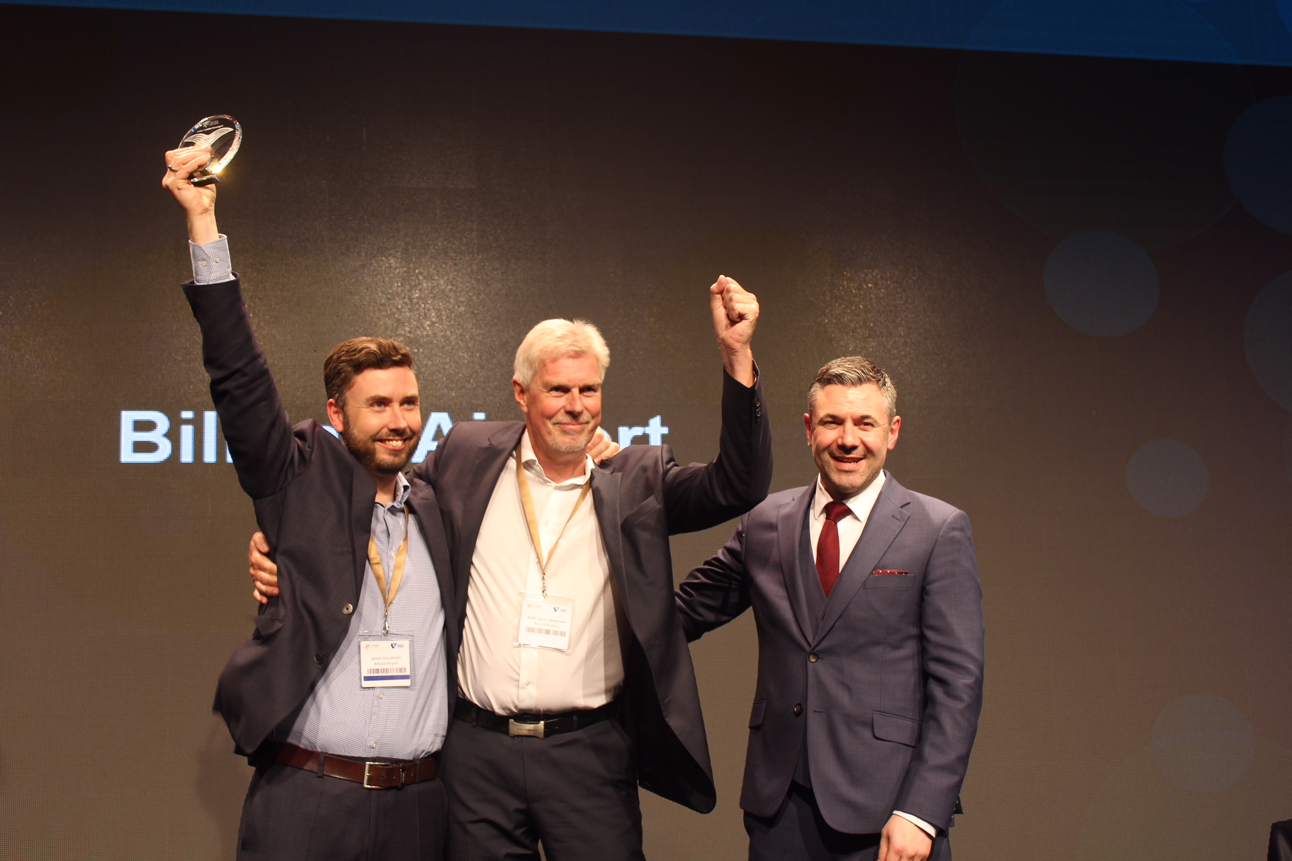 Jesper Klausholm (t.v) og Kjeld Zacho Jørgensen modtager prisen ved Routes Europe 2018. (Foto: Marc Watkins)