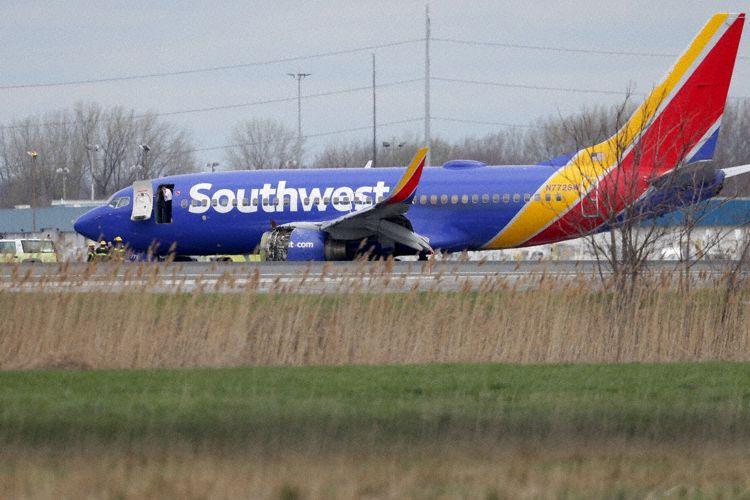 Boeing 737-700-flyet, der motorhavarerede, på jorden i Philadelphia International Airport. Foto: The Aviation Herald