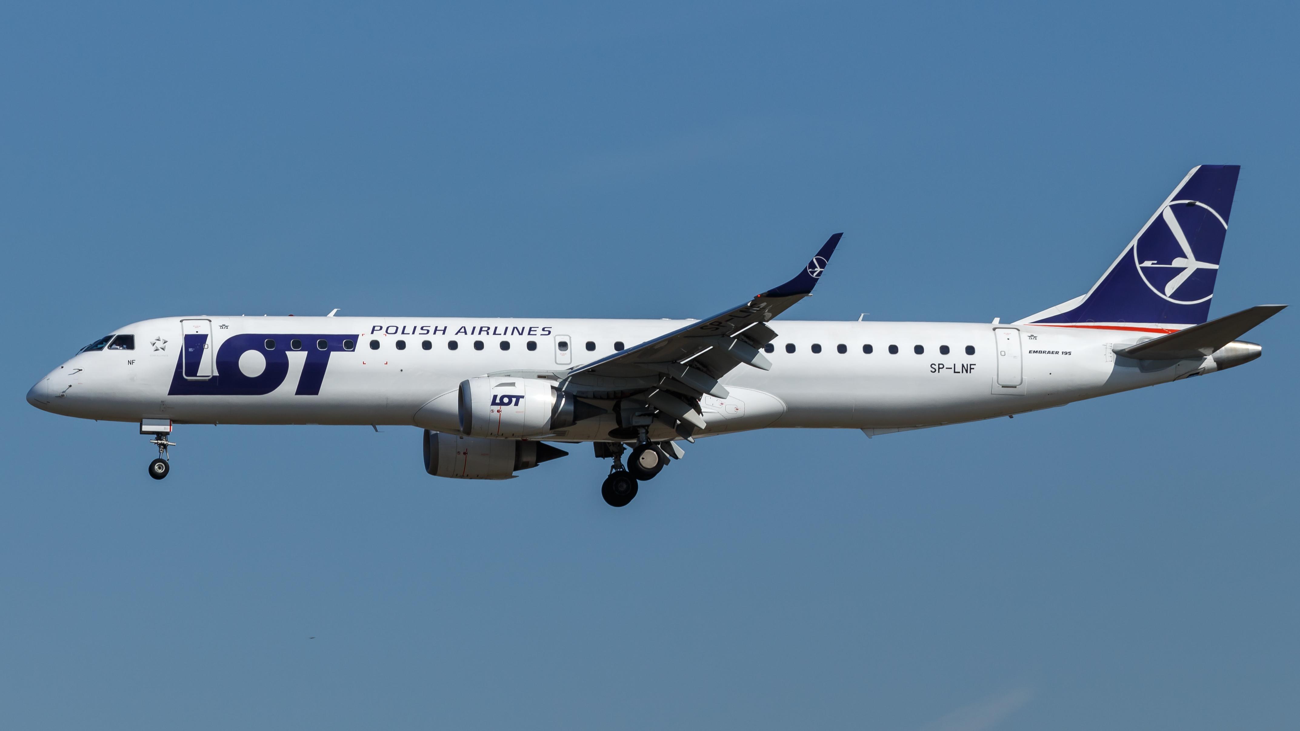 En Embraer 195 fra det polske flyselskab LOT. Foto: tjdarmstadt