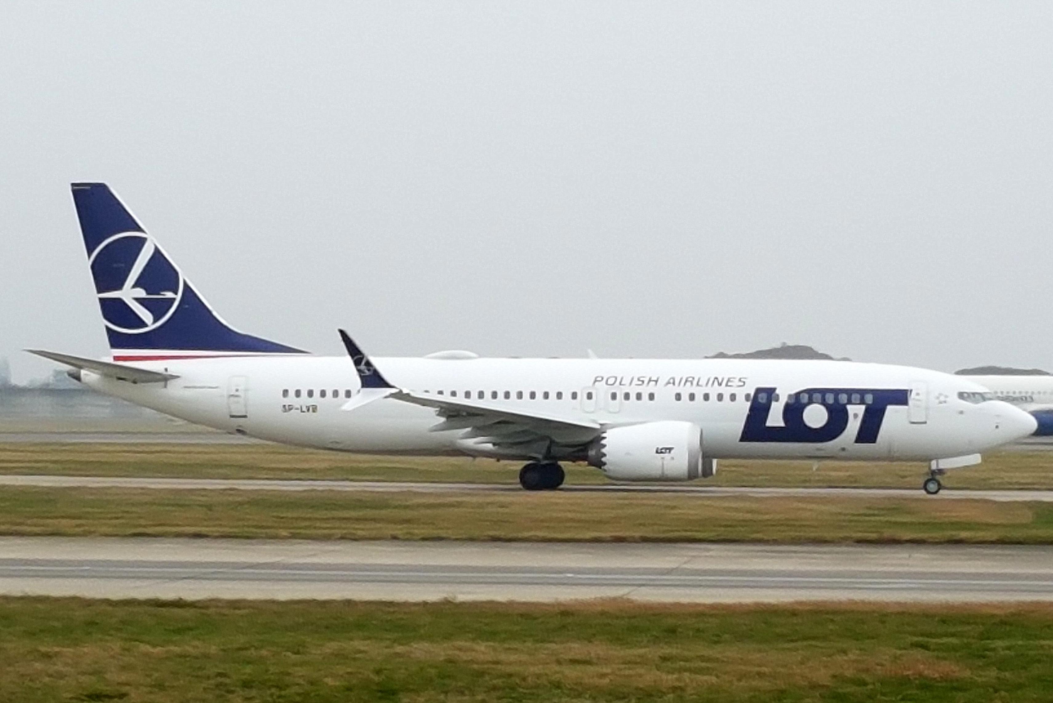 En Boeing 737-8 MAX fra det polske flyselskab LOT. Foto: John Taggart