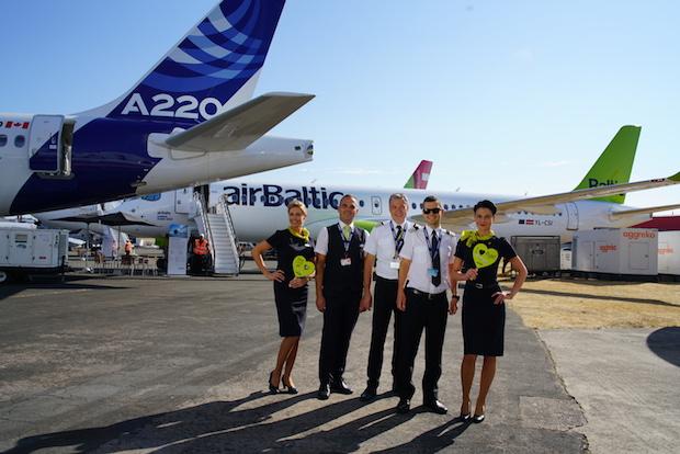 Blandt de mere end 150 fly, man kan opleve på Farnborough 2018, er airBaltics nye Airbus A220-300.