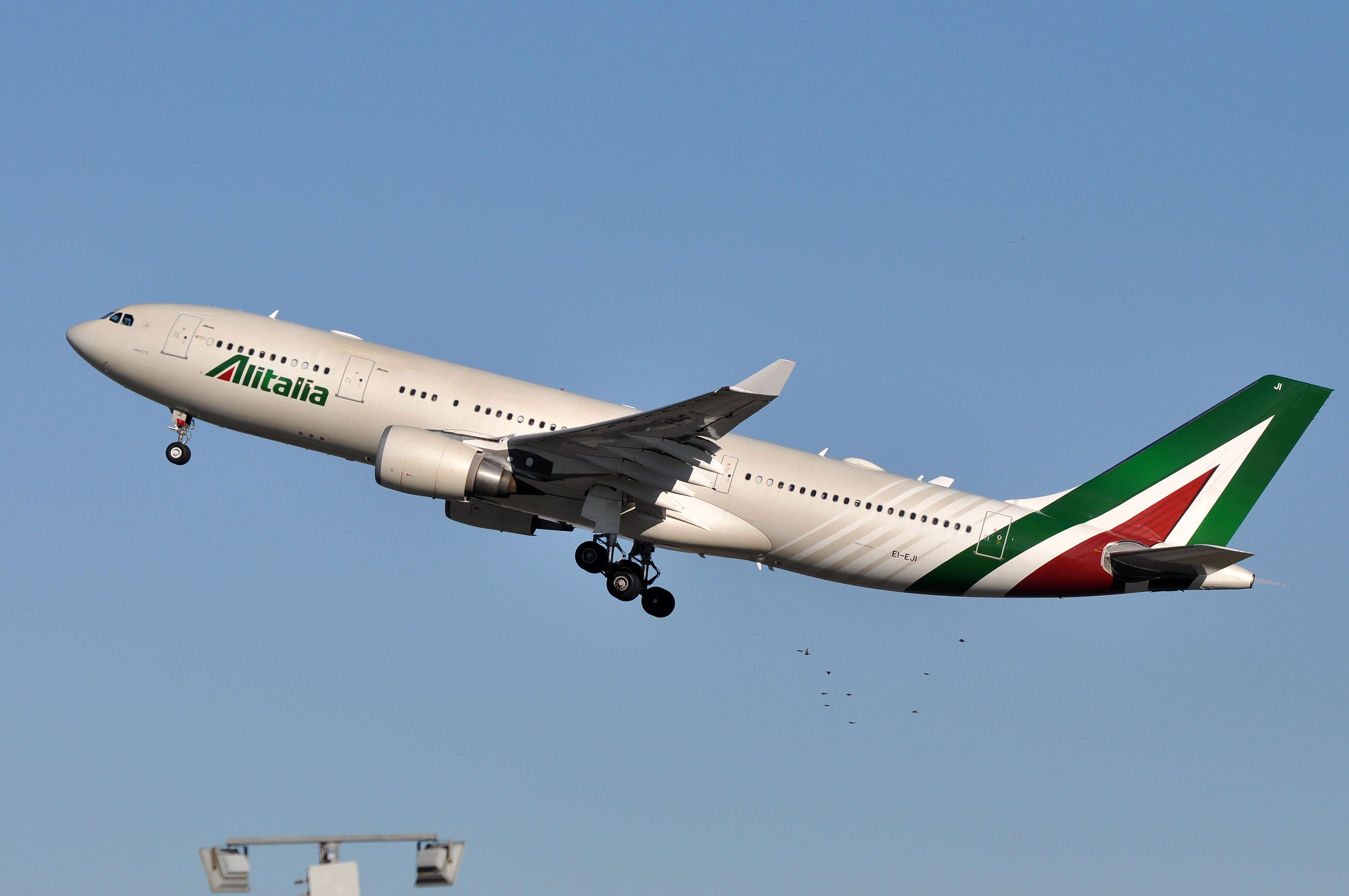 En Airbus A330-200 fra Alitalia. Foto: Eric Salard