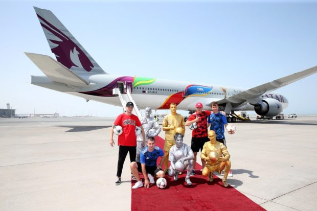 Boeing B777-flyet i FIFA-bemaling fra Qatar Airways.