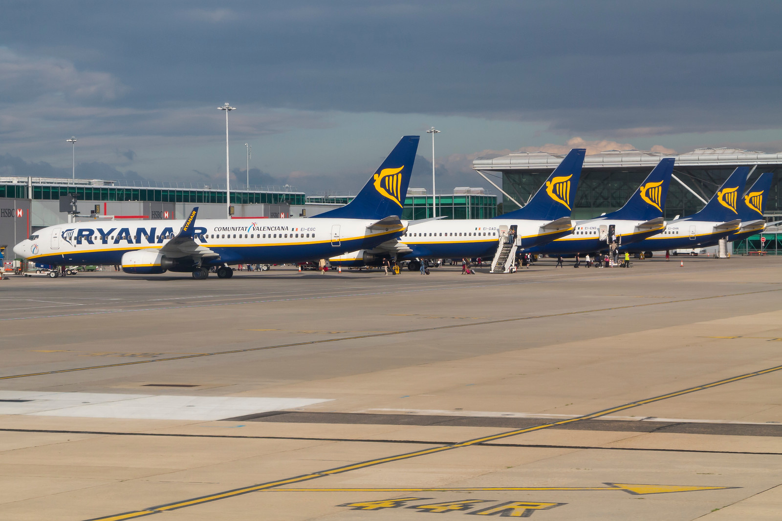 Ryanair-fly i London Stansted Airport. (Foto: © Thorbjørn Brunander Sund, Danish Aviation Photo)