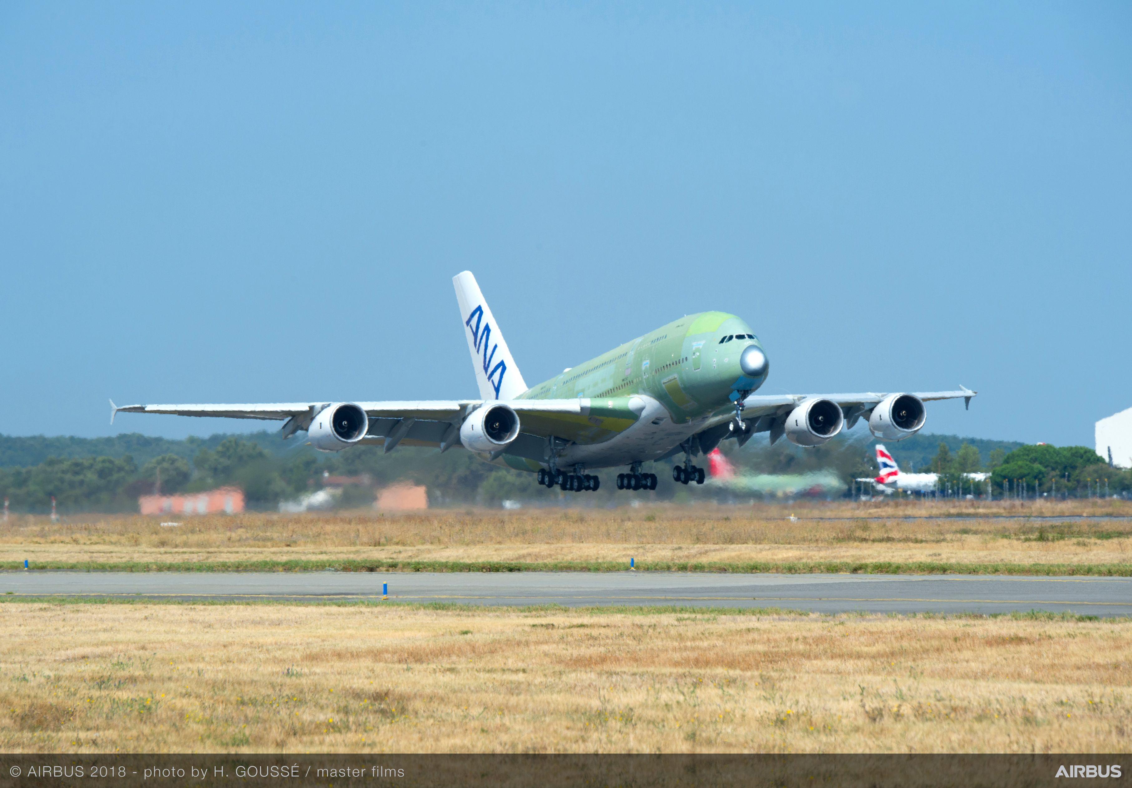 All Nippon Airways' første Airbus A380 letter fra samlefabrikken i franske Toulouse med kurs mod Hamborg. Foto: Airbus