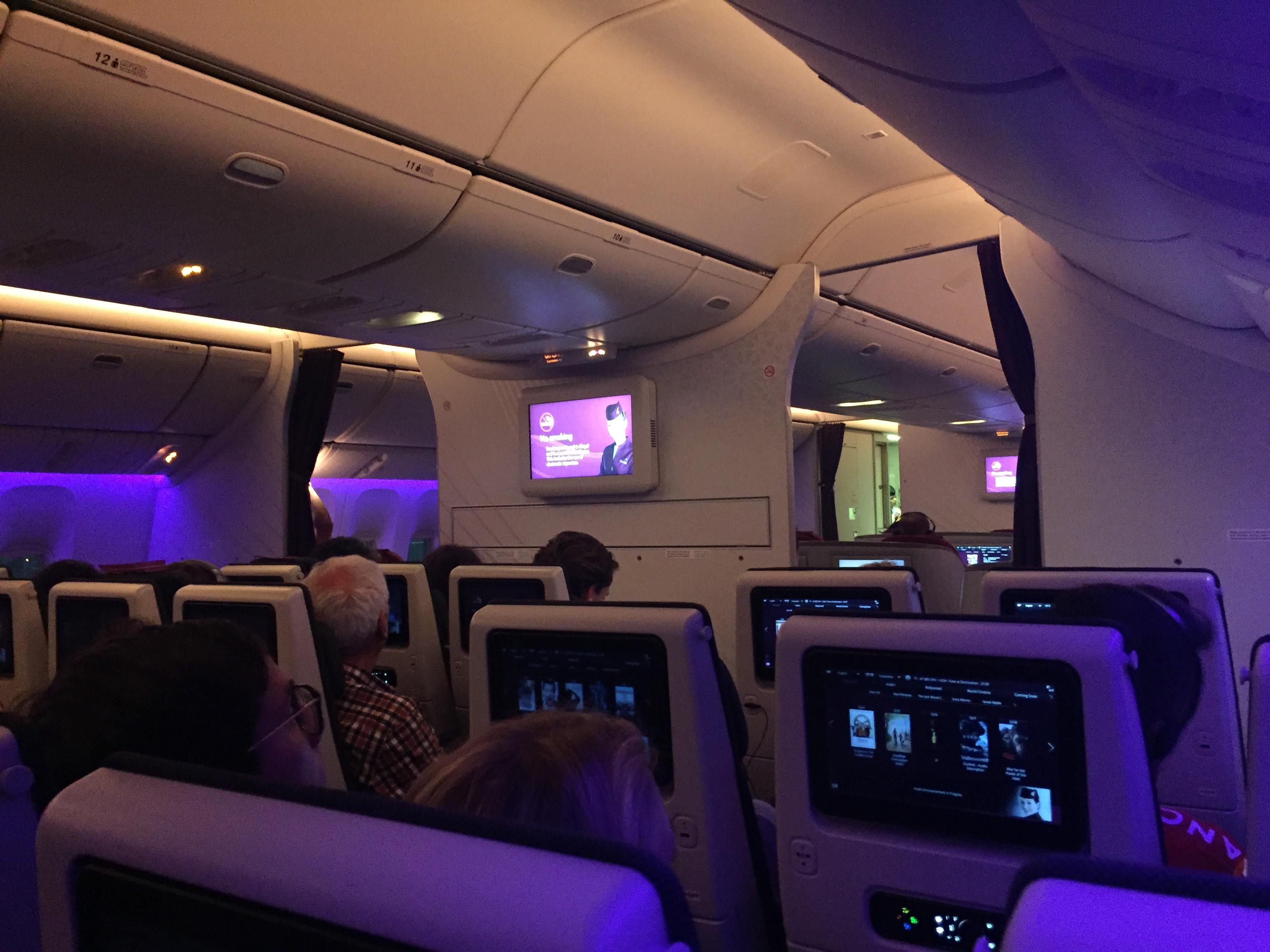 Kabinen på Economy Class i Boeing 777-300ER-flyet fra Qatar Airways – kort før afgang. Foto: Danny Longhi Andreasen