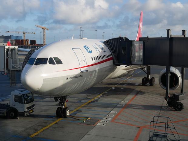 Sichuan Airlines Airbus A330-300 i Københavns Lufthavn. (Foto: Jan Aagaard)
