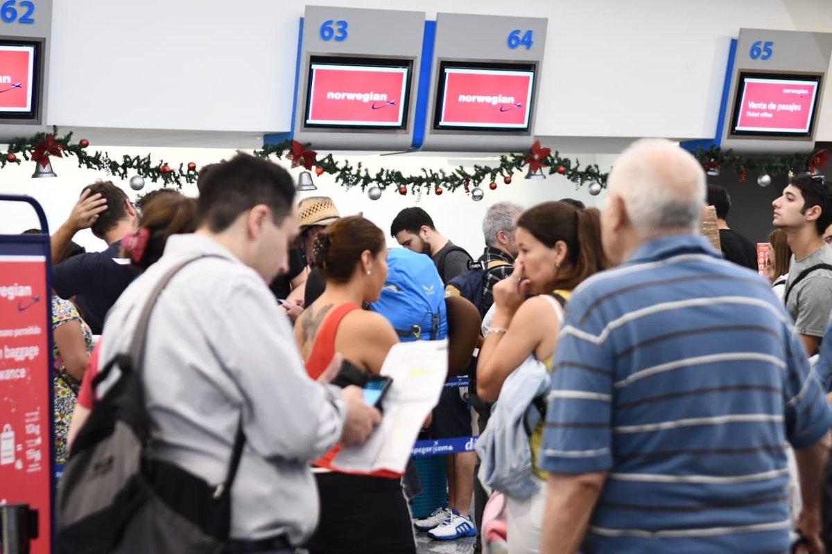 Passagerer i kø i Buenos Aires Aeroparque Airport. (Foto: Norwegian Air Argentina)