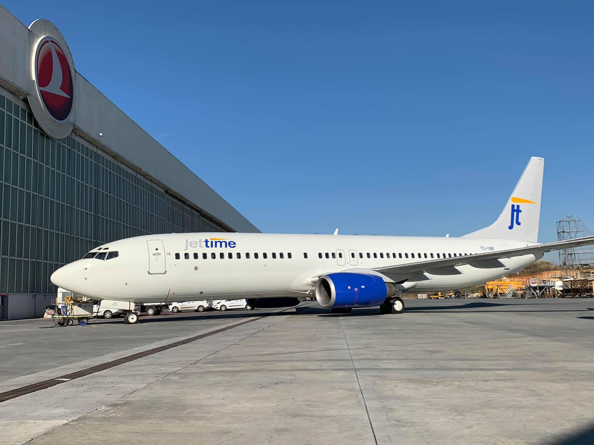 Boeing 737-800 (TC-SBF) fra Anadolu Jet er på vej til Jet Time som OY-JZK. (Foto: Gökhan Sarıgöl)
