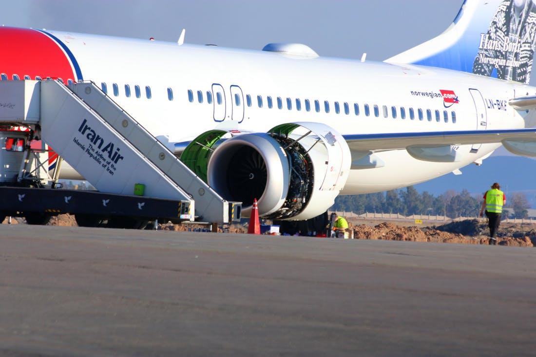 Boeing 737 MAX 8 med registreringen LN-BKE i Shiraz International Airport. (Foto: Alirezah Arefzadeh)