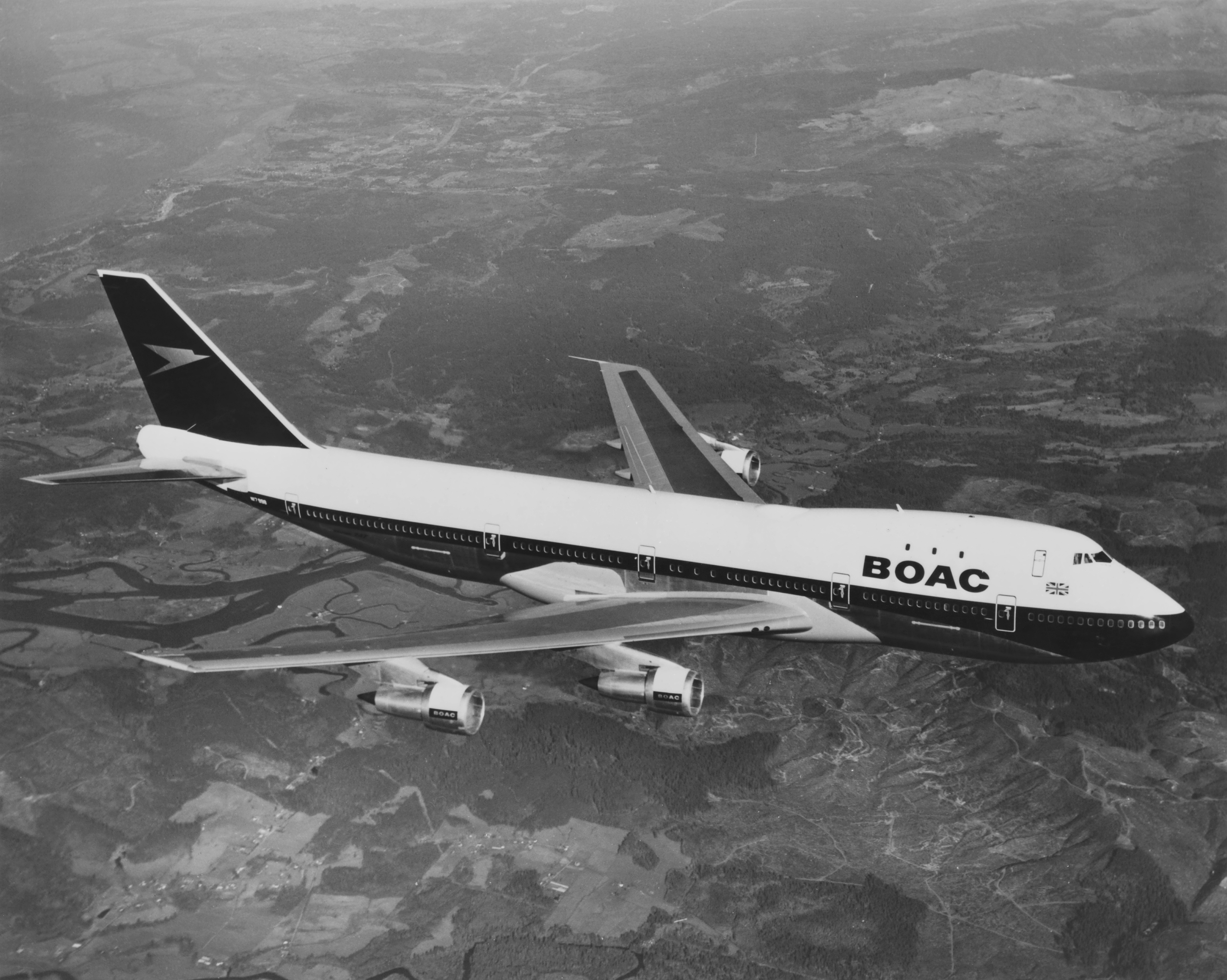 En Boeing 747 fra det daværende BOAC (British Overseas Airways Corporation) fotograferet over Storbritannien den 7. april 1971. Foto: Fox Photos/Hulton Archive/Getty Images