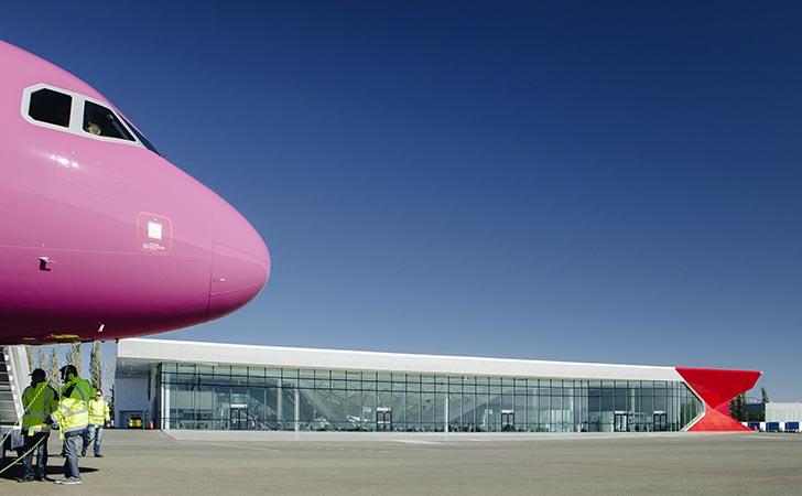 Wizz Air-fly i Kutaisi International Airport (Foto: UNStudio)