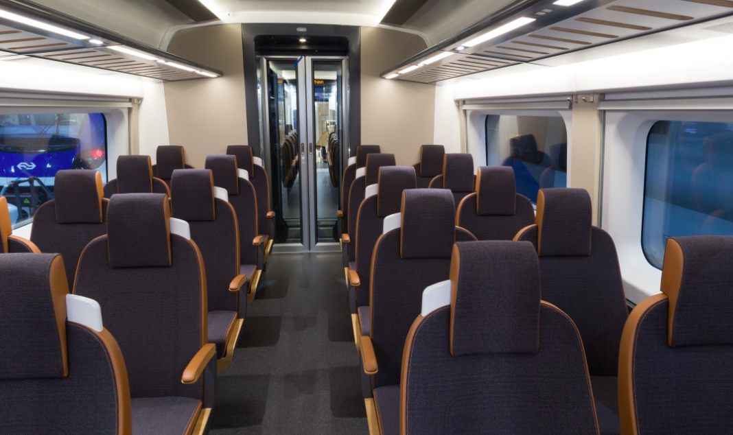 Interiøret i de nye flytogvogne til norske Flytoget. Foto: Flytoget
