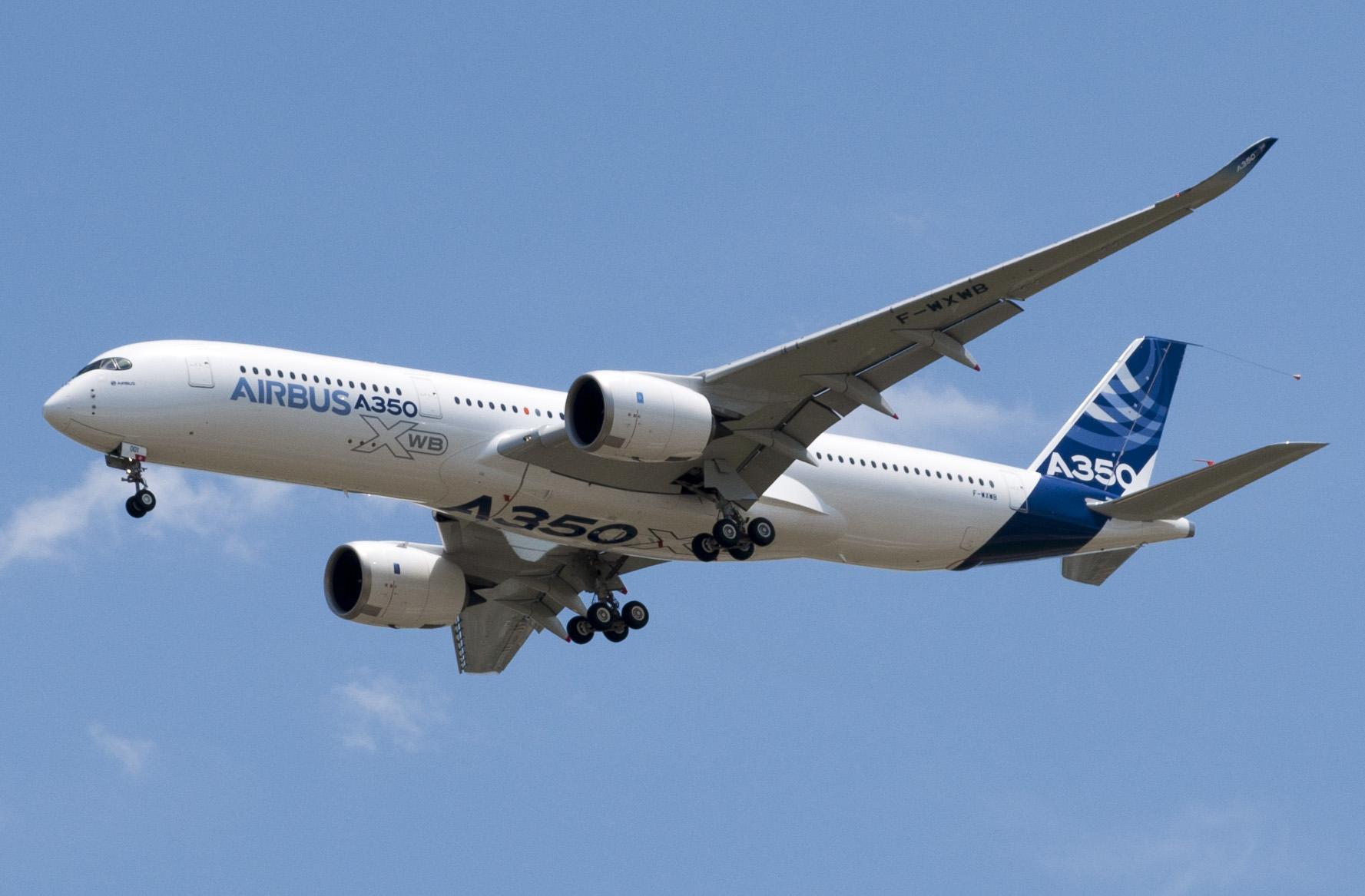 Airbus A350-900 på sin første flyvning i juni 2013. Foto: Don-vip