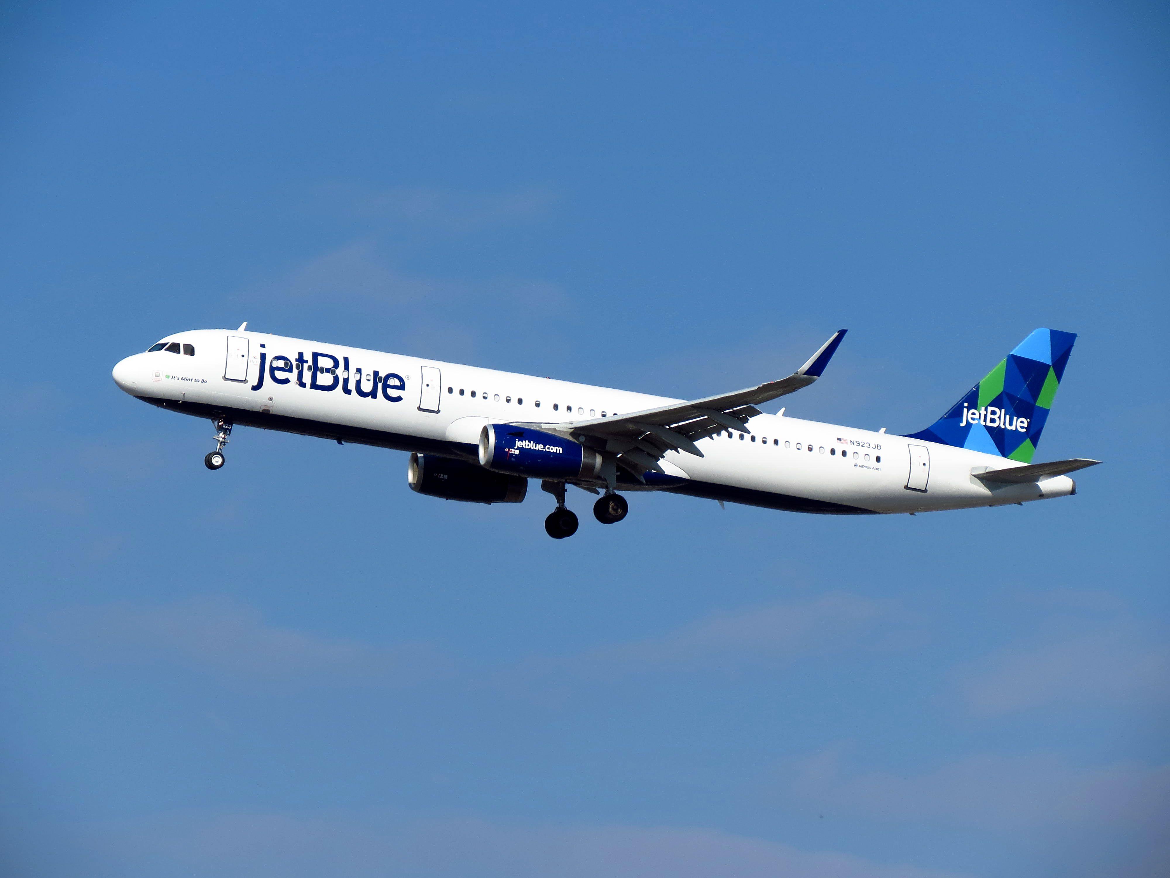 En Airbus A321-200 fra det amerikanske lavprisflyselskab JetBlue. Foto: redlegsfan21