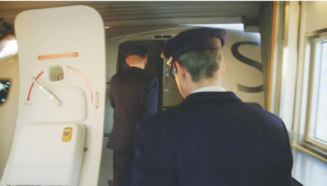 SAS-piloter på vej ind i fly. (Foto: SAS/PR)