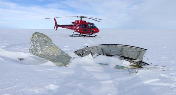 Del af A380-motor fundet på indlandsisen. Foto: Air Greenland/Havarikommissionen
