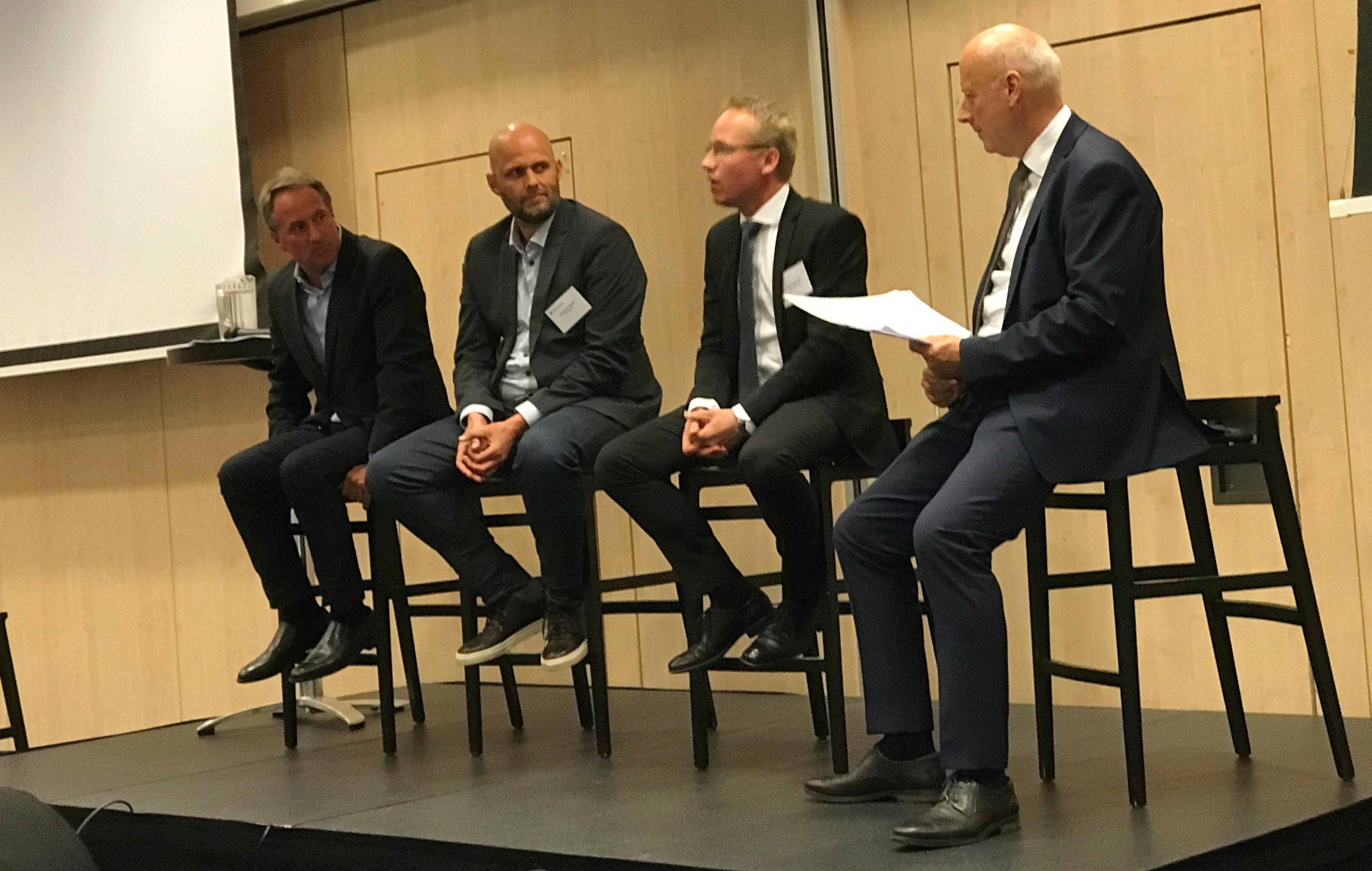 Fra paneldebatten ved årsmødet i BDL. Fra venstre Lars Sandahl Sørensen (SAS), Christian Ibsen (Concito), Jacob Pedersen (Sydbank) og Michael Svane (BDL). (Foto: Ole Kirchert Christensen)