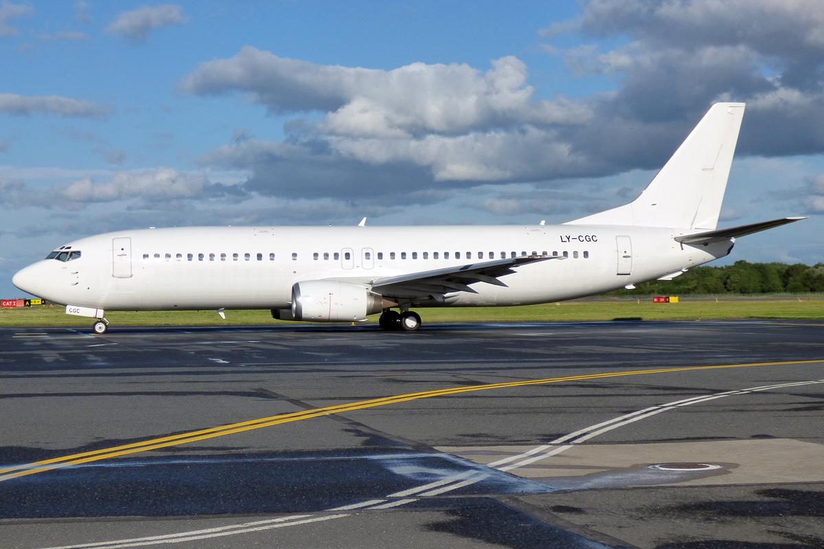 En Boeing 737-400, registrering LY-CGC, fra GetJet Airlines. Foto: Anna Zvereva