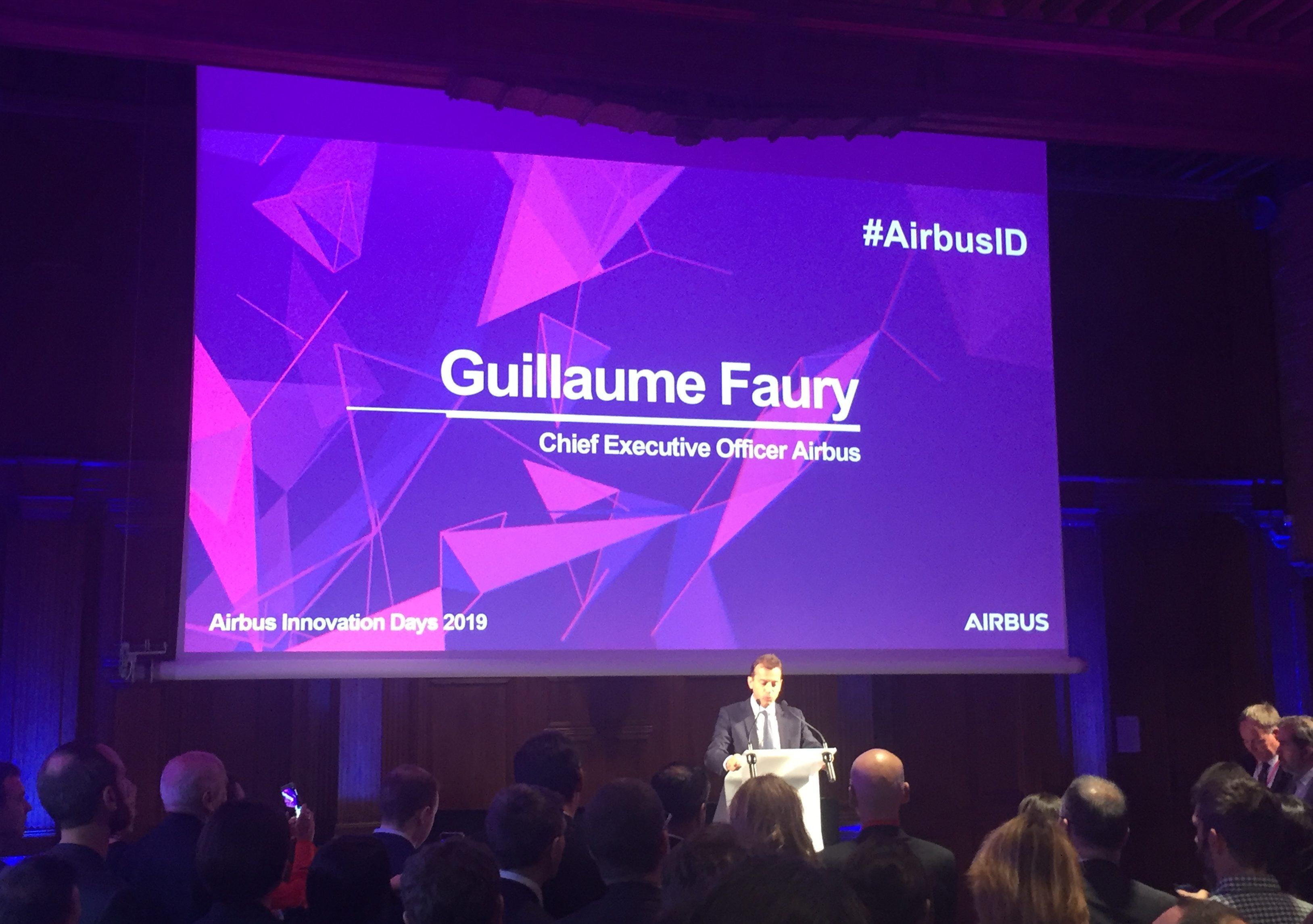 Airbus-koncernchef Guillaume Faury på scenen   inden middagen på Hôtel-Dieu Saint-Jacques i Toulouse. Foto: Danny Longhi Andreasen
