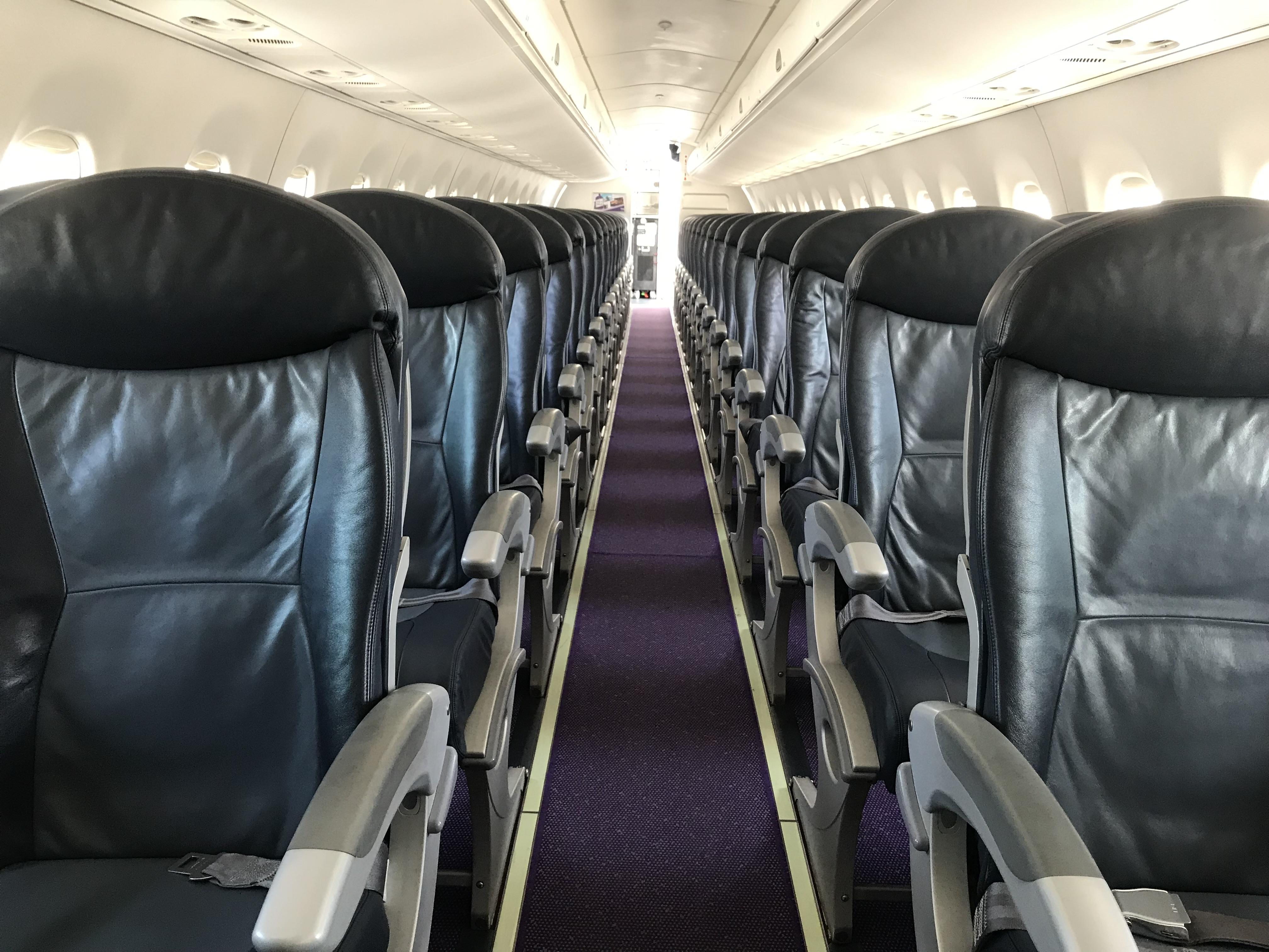 Embraer-flyet fra Great Dane Airlines er indrettet med 118 sæder. (Foto: Ole Kirchert Christensen)