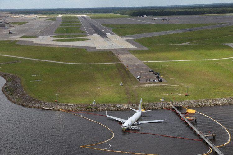 Miami Air-fly efter landingen i Jacksonville Naval Air Station. (Foto: NTSB/Eric Weiss)