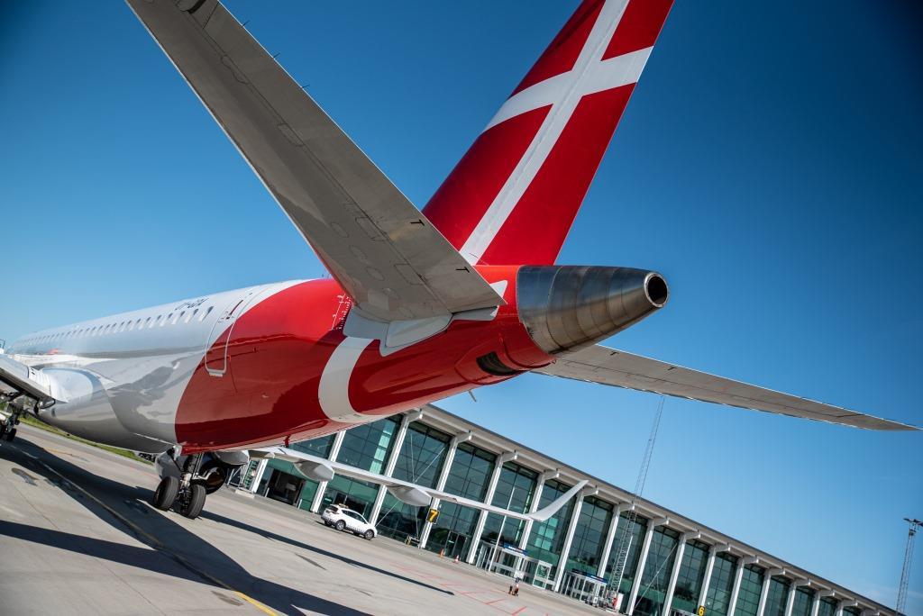 Embraer ERJ-195 fra Great Dane Airlines i Aalborg Lufthavn. (Foto: Anders Torp/GDA)
