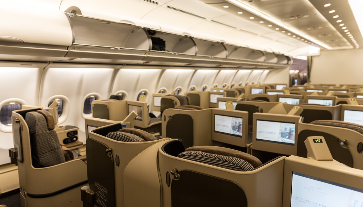 Business Class-kabinen i A340-flyet fra Maleth-Aero. (Foto: Alvin/Onemoreweektogo.com)