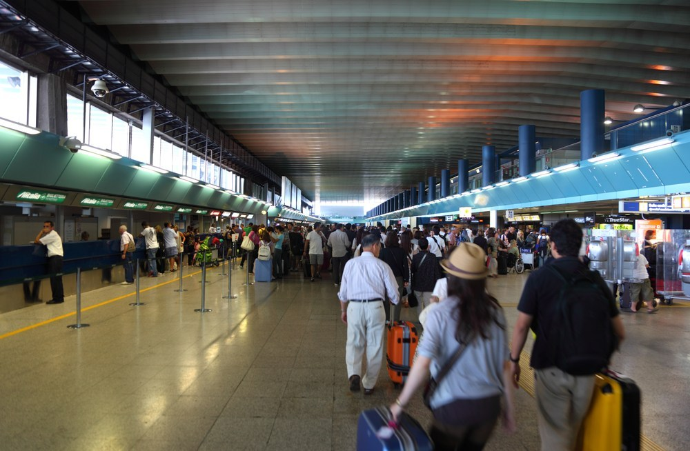Kø i afgangshallen i Rom-Fiumicino International Airport (Foto: Rome-airport.net)