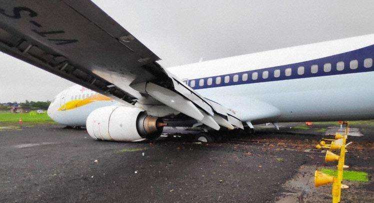 En Boeing 737-800 fra det indiske flyselskab SpiceJet havnede uden for landingsbanen under landing i Mumbai. Foto: Aviation Herald
