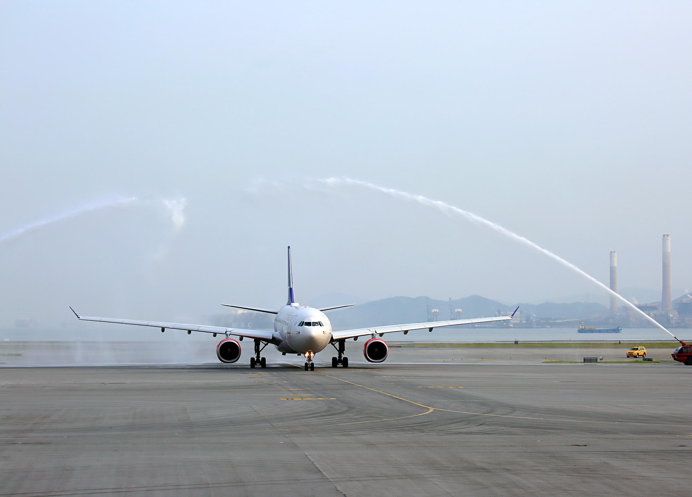 SAS Airbus A330-300 i Hong Kong International Airport . (Foto: SAS / Twitter)