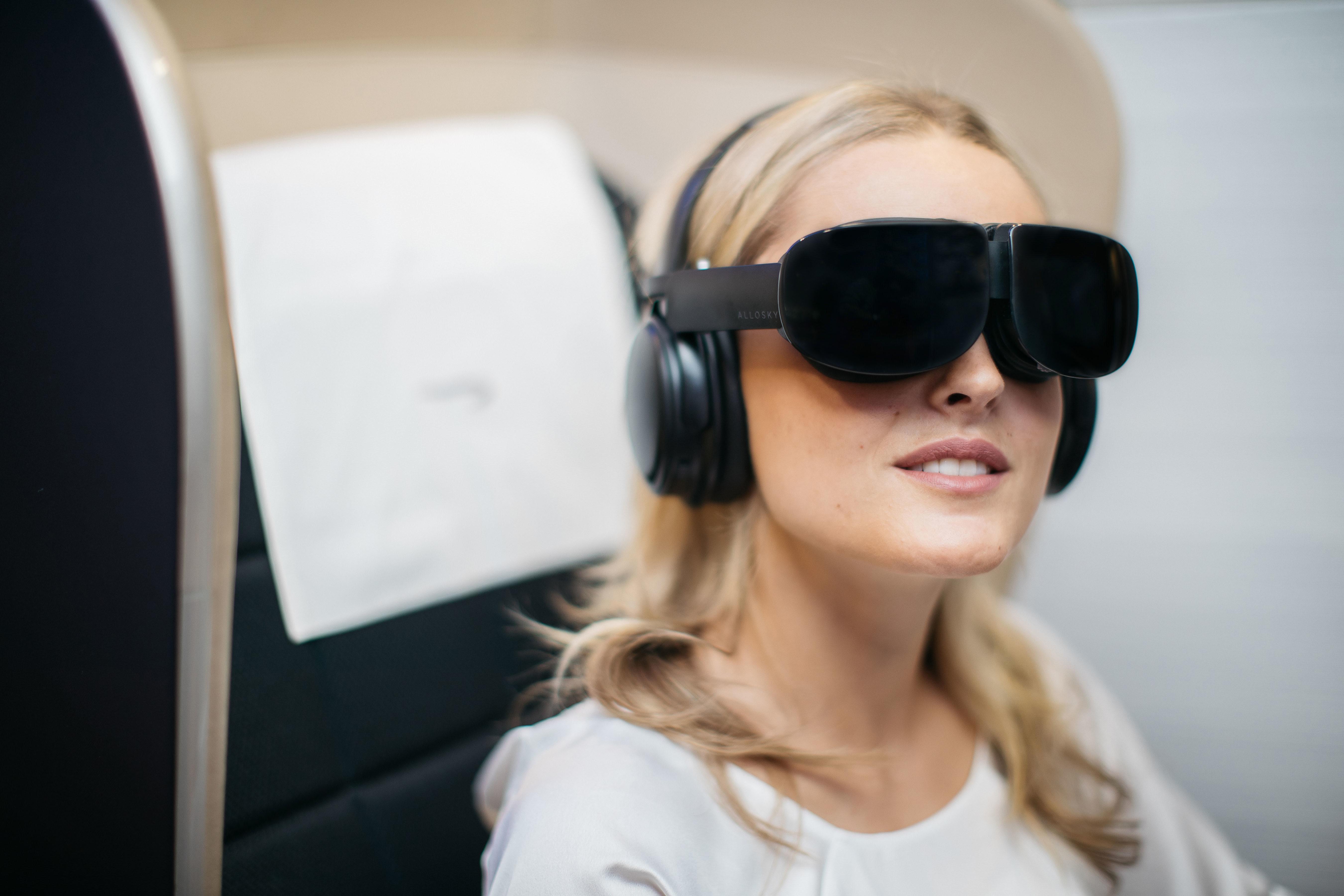 Frem til nytår tester British Airways nye hovedtelefoner med tilhørende VR-briller for First Class-passagerer mellem London Heathrow og New York-JFK. Foto: British Airways