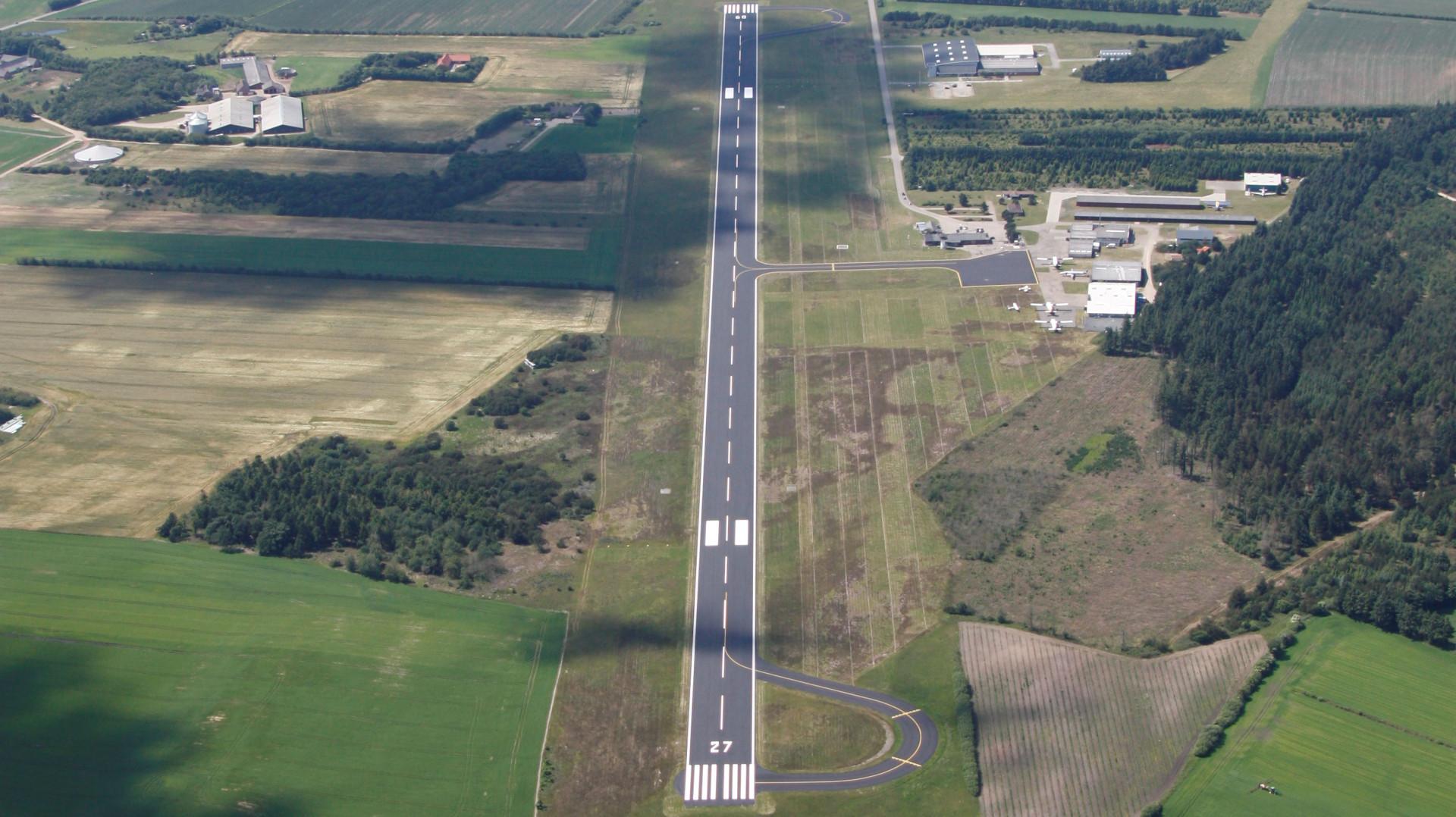 Vestjyllands Lufthavn set fra oven. Foto: Vestjyllands Lufthavn