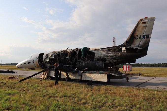 Den udbrændte Cessna 560 XLS+ i Aarhus Lufthavn. (Foto: Havarikommissionen)