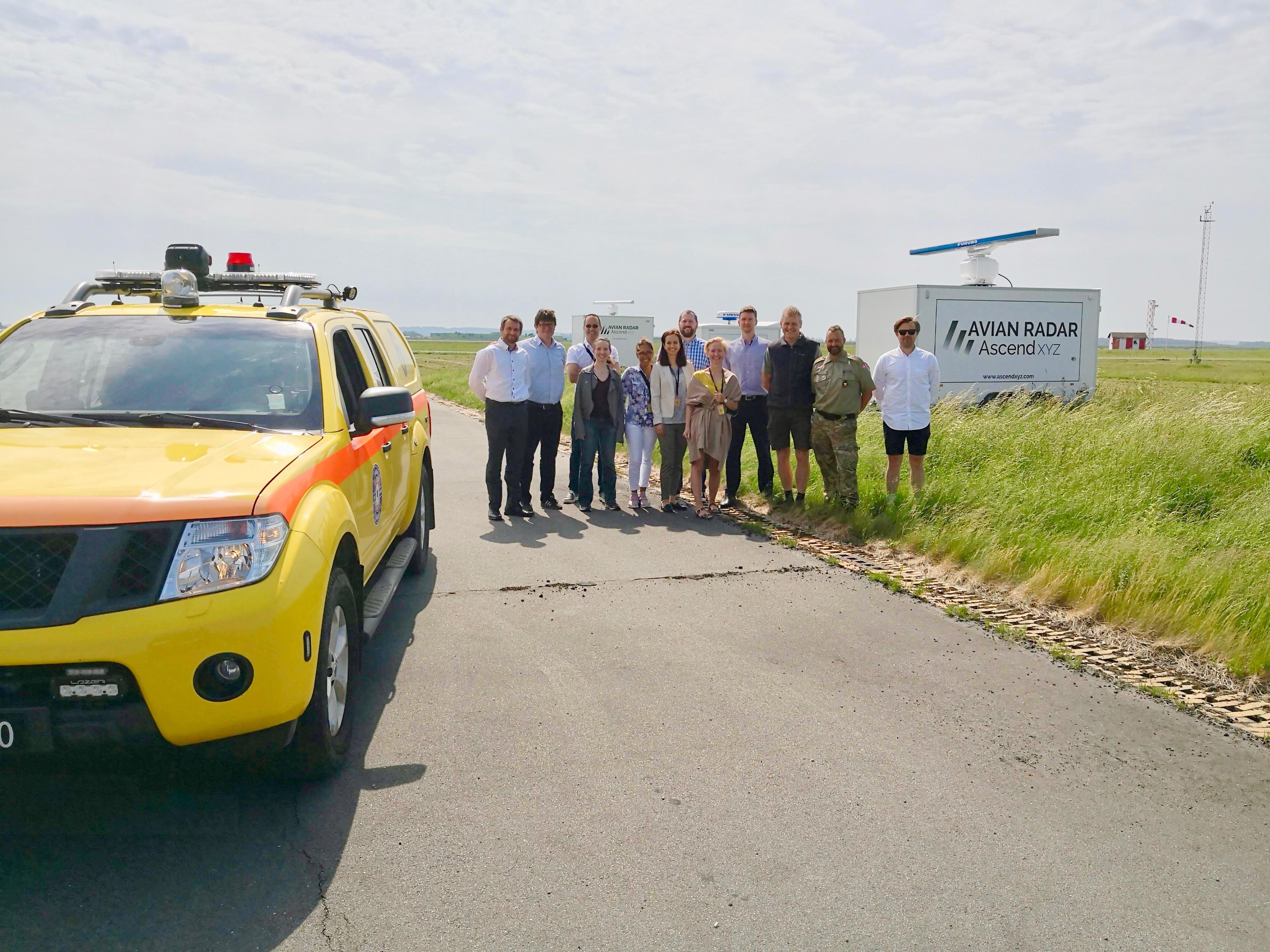 Aalborg Lufthavn har fået et nyt fugleradar-system som ses til højre. Data herfra er tilgængeligt for blandt andet piloter. Foto: Aalborg Lufthavn